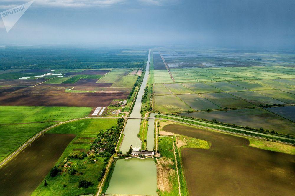 قناة الري الرئيسية في منطقة كراسنودارسكي كراي الروسية