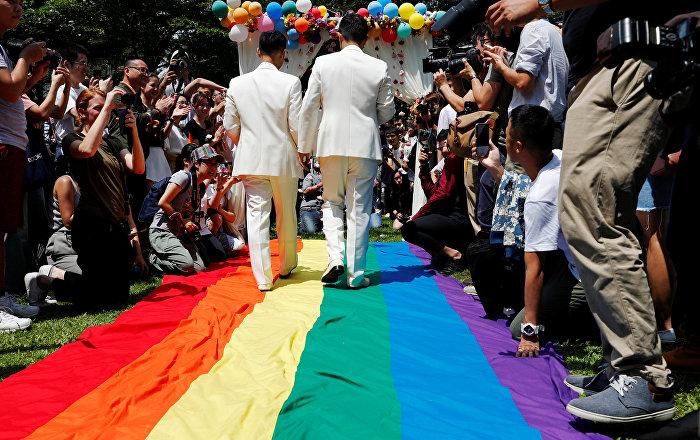 حفلات زواج المثليين في دولة آسيوية ومواطنون يعارضون