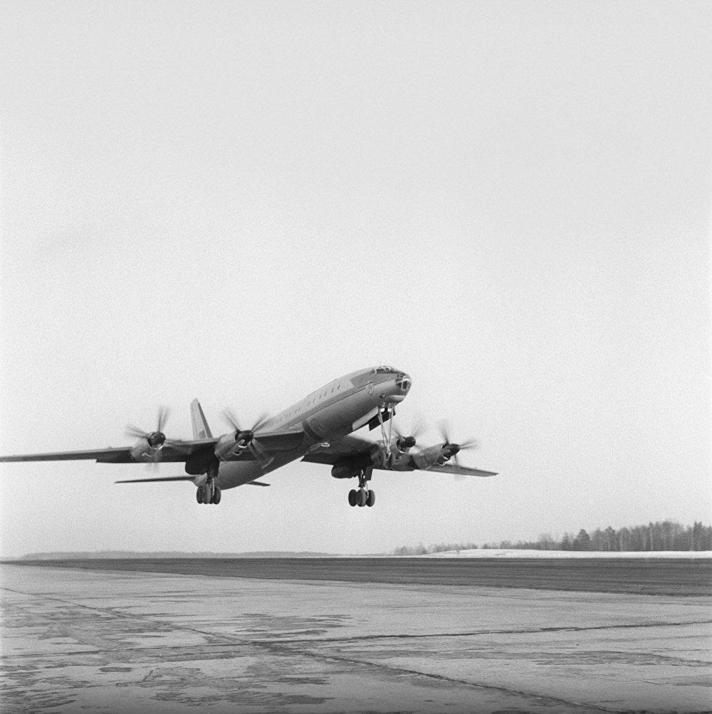 طائرة الركاب السوفييتية تو-114