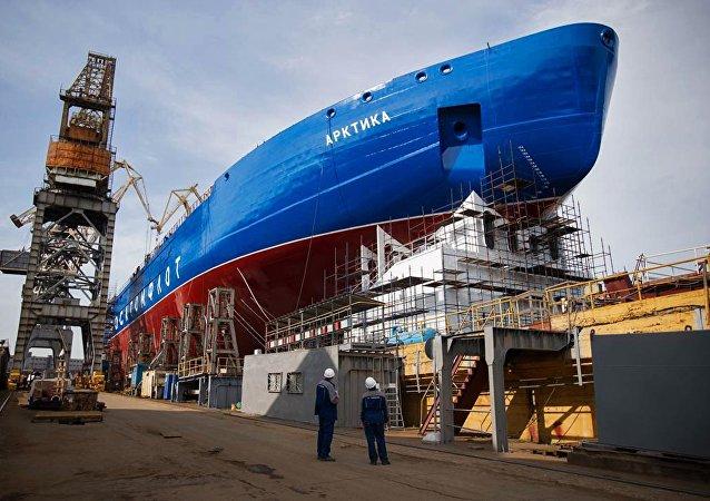 إطلاق سفينة روس آتوم من الدرجة الثالثة في حوض بحر البلطيق