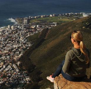منظر يطل على كيب تاون من جبل ليون هيد (رأس الأسد) في جنوب أفريقيا