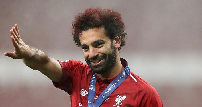 محمد صلاح يحتفل بالفوز بدوري أبطال أوروبا