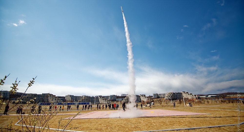 إطلاق صواريخ من صنع طلاب الجامعة