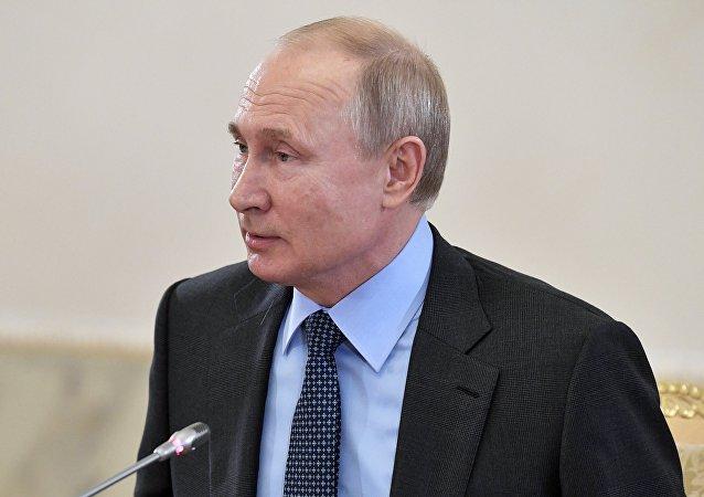 الرئيس فلاديمير بوتين خلال لقاء مع رؤساء تحرير وكالات الأنباء العالمية، في إطار منتدى سان بطرسبورغ الاقتصادي الدولي، 6 يونيو/ حزيران 2019