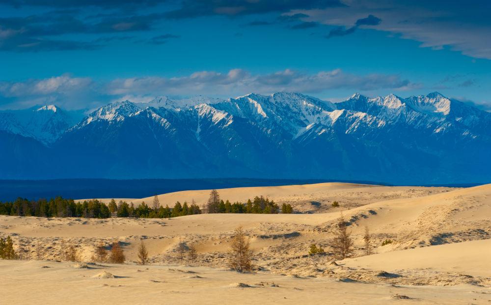"""صحراء تشارا أو """"رمال تشارا"""" وسط سيبيريا في الشرق وشمال شرق روسيا 1041580555"""