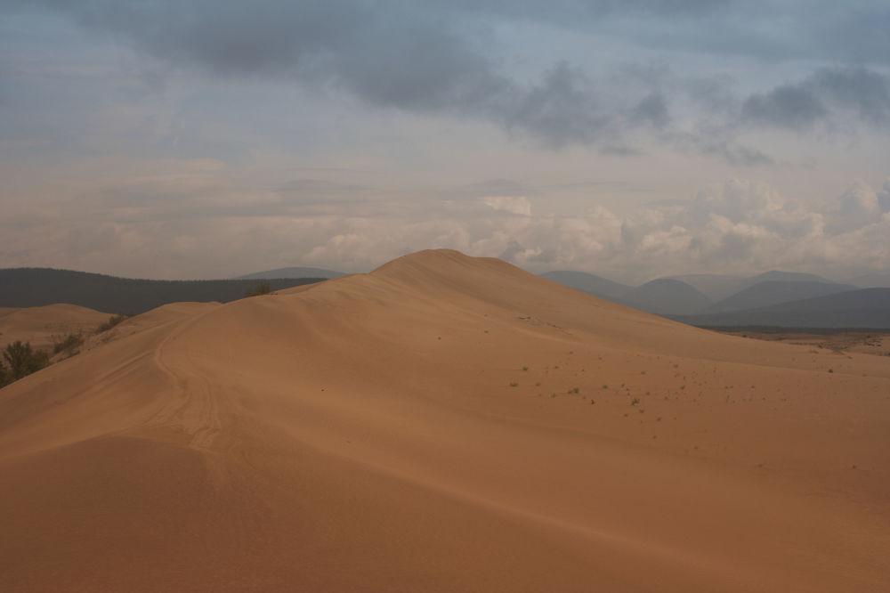 """صحراء تشارا أو """"رمال تشارا"""" وسط سيبيريا في الشرق وشمال شرق روسيا 1041580855"""