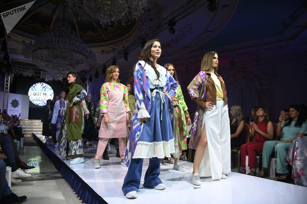 عرض أزياء أيام الموضة العربية (Al Arabia Fashion Days) في إطار أسبوع الأزياء العربية في موسكو - عرض مجموعة من تصاميم إكتامي (IKATMe )