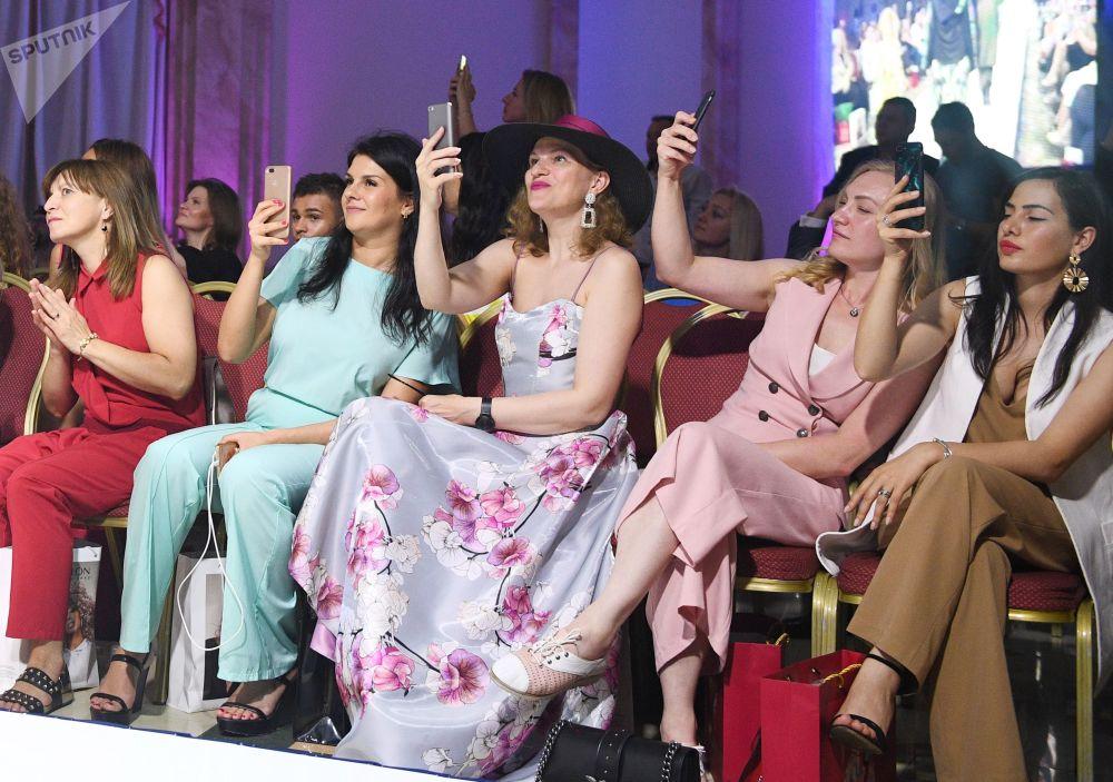عرض أزياء أيام الموضة العربية (Al Arabia Fashion Days) في إطار أسبوع الأزياء العربية في موسكو - عرض مجموعة من تصاميم إكتامي (IKATMe)