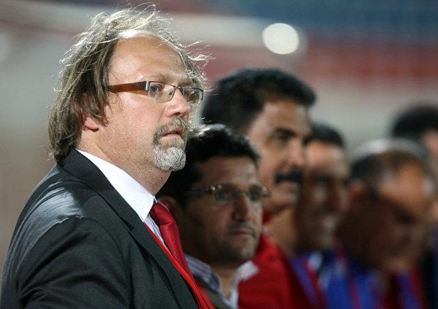 المدير الفني لمنتخب غامبيا لكرة القدم، توم سانتيفيه