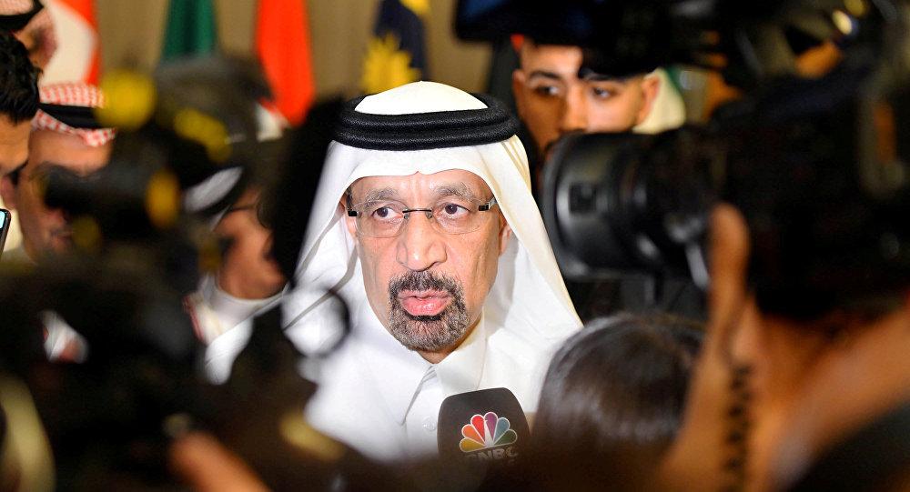وزير الطاقة السعودي خالد الفالح يتحدث إلى وسائل الإعلام بعد الاجتماع الرابع عشر لأوبك للجنة المراقبة الوزارية المشتركة في جدة