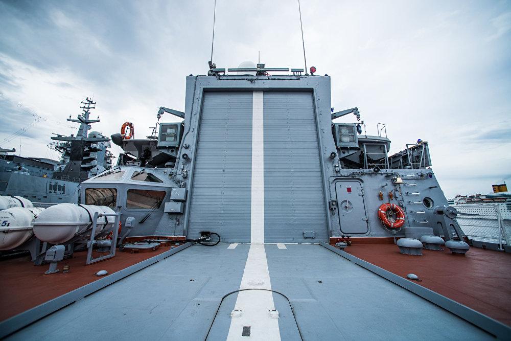 موقع للهبوط مروحية كا-27بي إلعلى سفينة سوفيرشينيي- قاتلة الغواصات: سفينة من طراز كورفيت التابعة لأسطول المحيط الهادئ الروسي