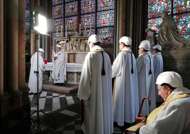 قداس في كاتدرائية نوتردام