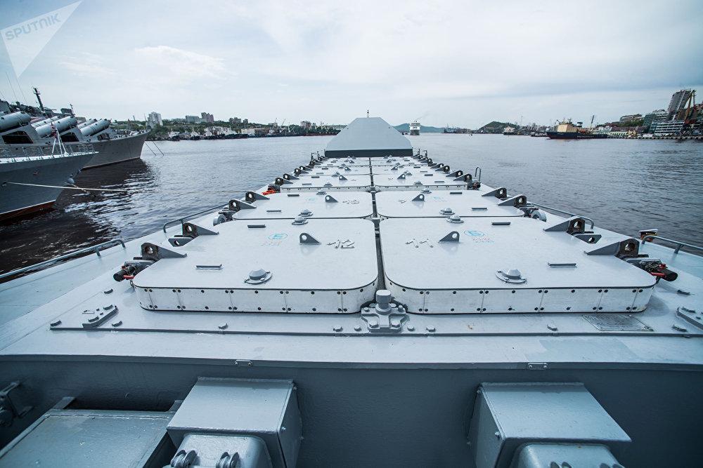 راجمة صواريخ ريدوت على سفينة سوفيرشينيي- قاتلة الغواصات: سفينة من طراز كورفيت التابعة لأسطول المحيط الهادئ الروسي