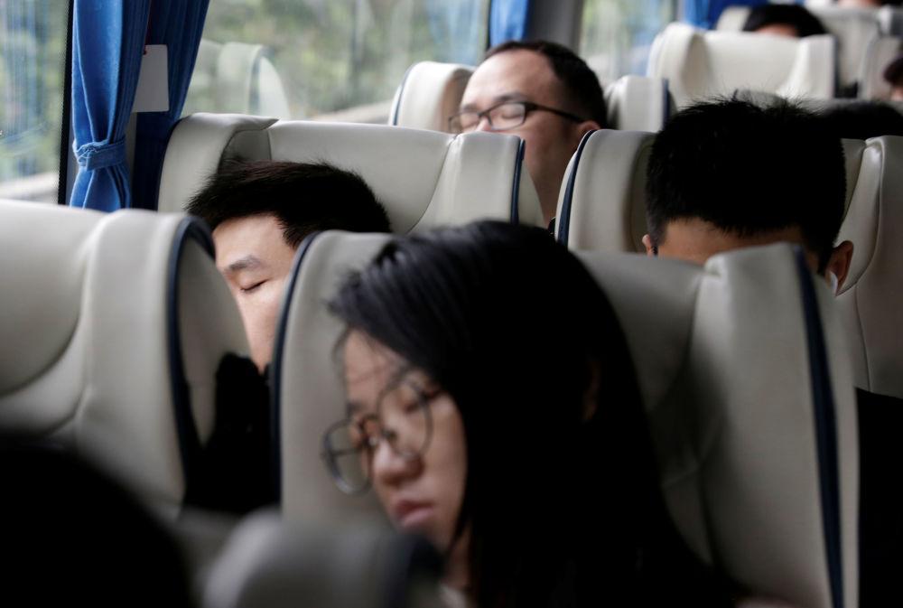 موظفون يتخذون استراحة، الحرم الجديد لـ هواوي سونغشان ليك نيو كامبوس (Huawei Songshan Lake New Campus)، 31 مايو/ أيار  2019