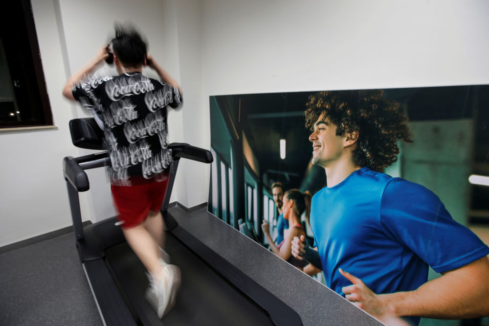 موظفو شركة هواوي يمارسون الرياضة، في الحرم الجديد لـ هواوي سونغشان ليك نيو كامبوس (Huawei Songshan Lake New Campus)، 31 مايو/ أيار  2019