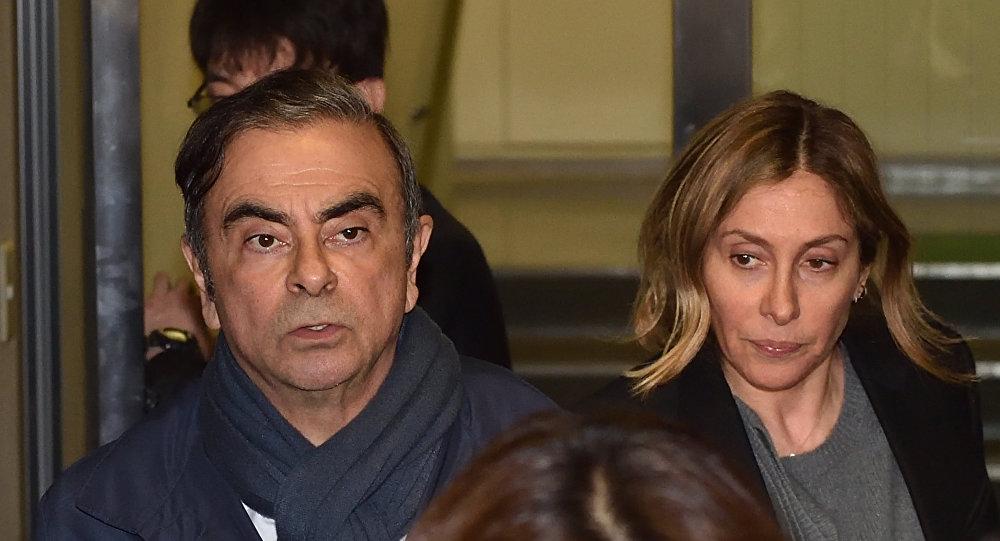كارول غصن برفقة زوجها كارلوس غصن