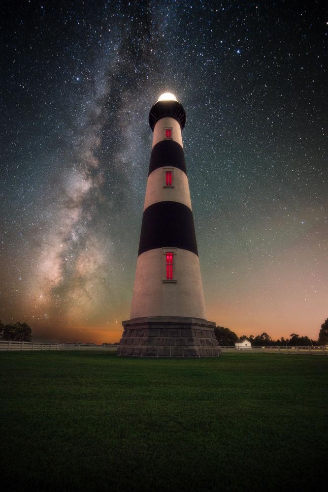 صورة بعنوان التقاط الضوء من قبل المصور الأمريكي جاسون بيري، ضمن القائمة القصيرة في مسابقة التصوير الفلكي الفوتوغرافي للعام 2019