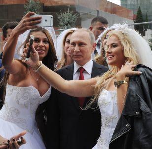 صورة سيلفي مع الرئيس الروسي فلاديمير بوتين، 2016