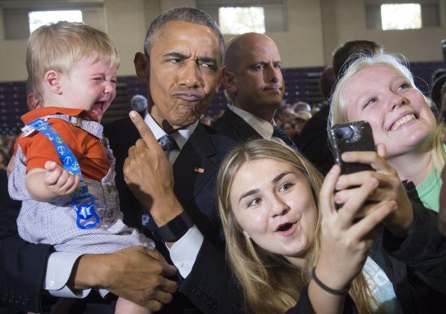 صورة سيلفي مع الرئيس الأمريكي السابق باراك أوباما