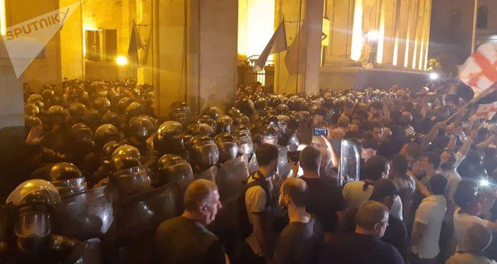 احتجاجات في تبليسي أمام البرلمان الجورجي، جورجيا 20 - 21 يونيو/ حزيران 2019