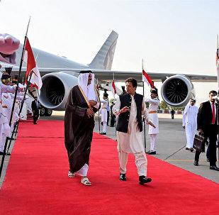 أمير قطر الشيخ تميم بن حمد آل ثاني ورئيس وزراء باكستان عمران خان