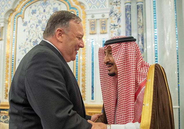 العاهل السعودي الملك سلمان بن عبد العزيز يستقبل وزير الخارجية الأمريكي مايك بومبيو في الرياض