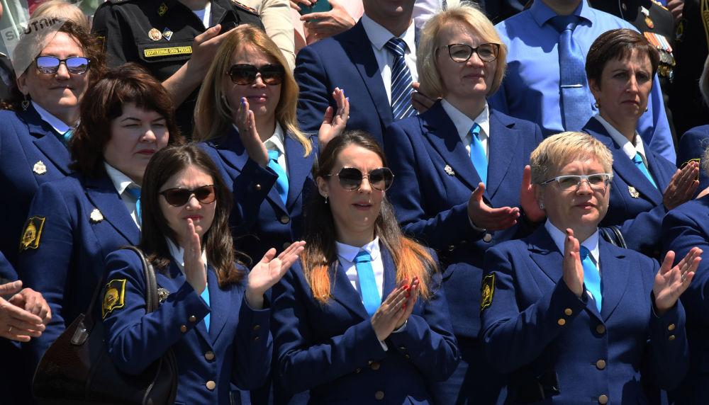 احتفال خريجي معهد ناخيموف العسكري البحري (طلاب الثانوية العامة) في مدينة فلاديفوستوك