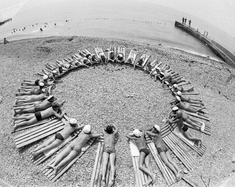 أطفالل في مخيم عموم الاتحاد السوفيتي أرتيك باسم ف. إ. لينين، 1985