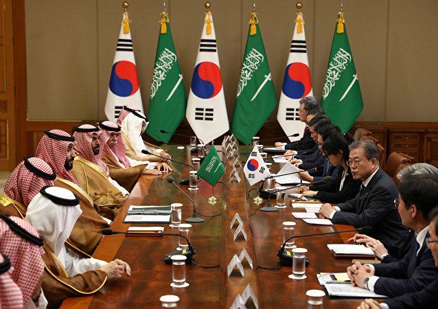 رئيس كوريا الجنوبية، مون جاي إن، يعقد مباحثات مع ولي العهد السعودي الأمير محمد بن سلمان