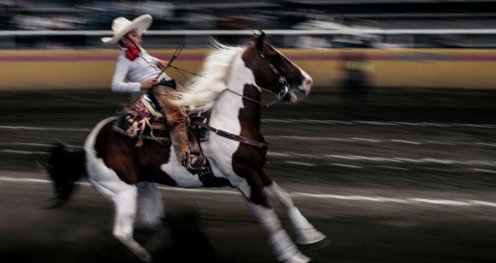الصورة بعنوان الشباب ومسابقة تشاريادا، فئة الرياضة، للمصور خوفريه غيلمارا من المكسيك