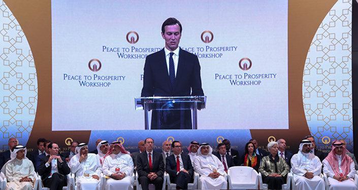 كبير مستشاري البيت الأبيض جاريد كوشنر يتحدث في مؤتمر السلام من أجل الازدهار المنعقد في المنامة