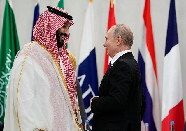 الرئيس الروسي فلاديمير بوتين مع ولي العهد السعودي الملك محمد بن سلام خلال قمة العشرين