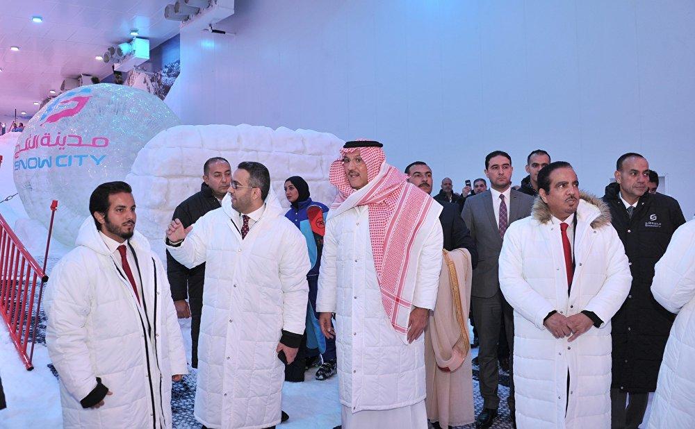 سفير السعودية داخل مدينة الثلج بالقاهرة