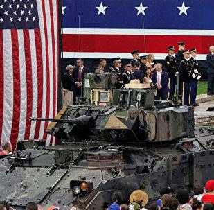 مركبة عسكرية مشاركة باحتفال عيد الاستقلال بواشطن