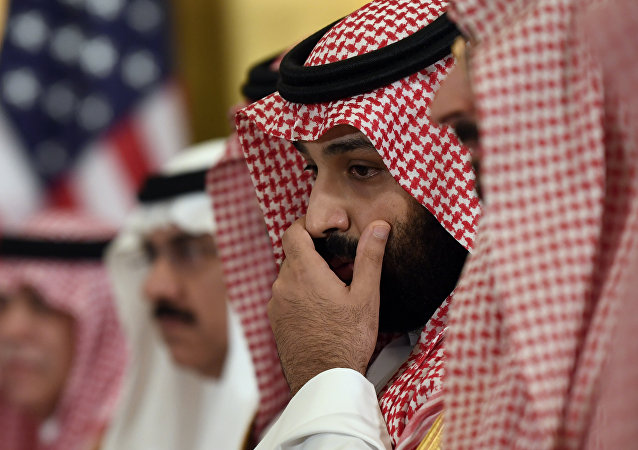 ولي العهد السعودي الأمير محمد بن سلمان خلال لقائه مع الرئيس دونالد ترامب خلال مأدبة فطور عمل على هامش قمة مجموعة العشرين في أوساكا باليابان