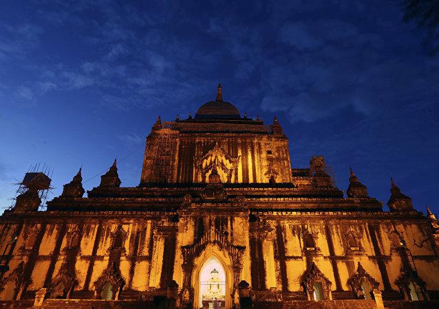 المعابد القديمة في باغان بمنطقة نياونغ يو وسط ميانمار