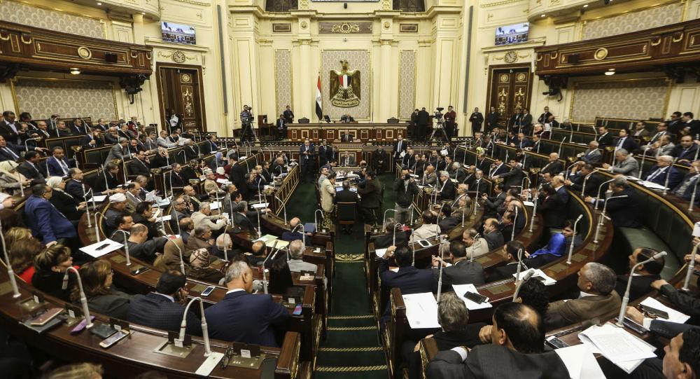 البرلمان المصري يفرض ضريبة جديدة على حضور المباريات والحفلات