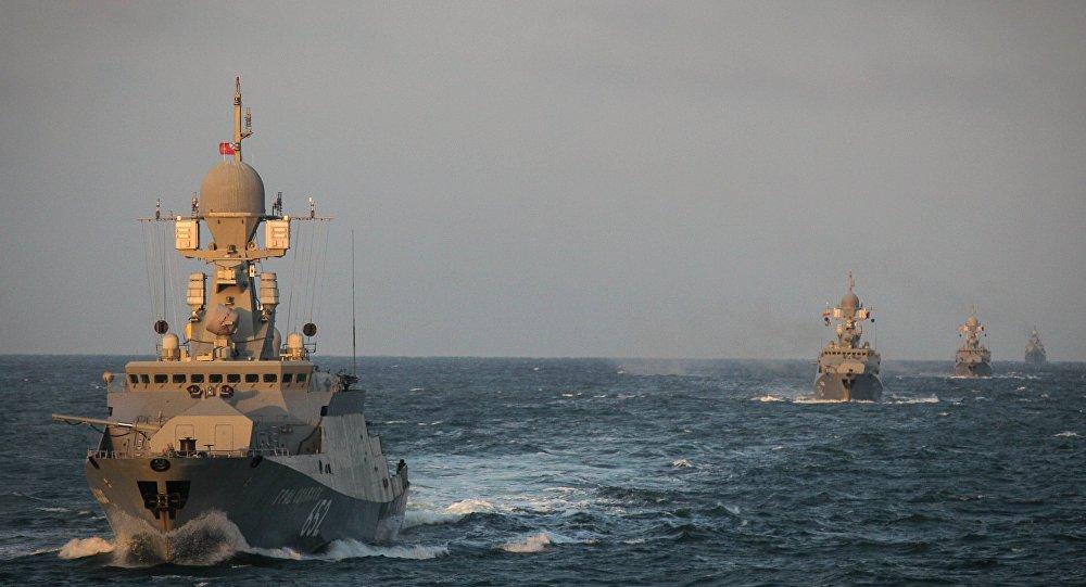 وحدات من القوات البحرية الروسية تتدرب في بحر قزوين