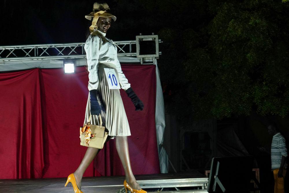 ماريا ناياينا، 22 عاما، الفائزة بلقب ملكة جمال جنوب السودان في جوبا