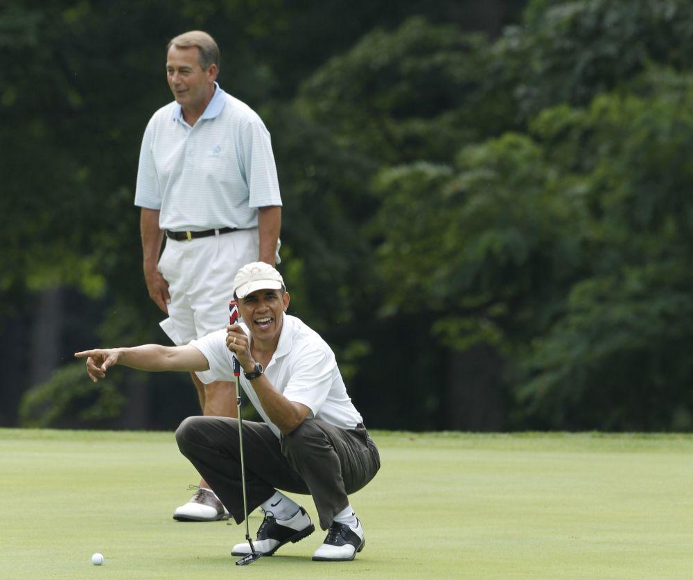 الرئيس الأمريكي السابق باراك أوباما والمتحدث الرسمي لمجلس النواب جون بوينر، ولاية أ,هايو، يلعبان الغولف، 18 يونيو/ حزيران 2011