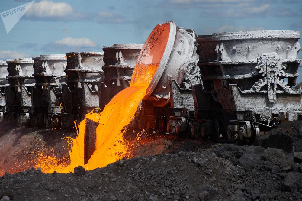 مصنع معالجة الخبث في مصنع تشيريبوفيتس المعدني في منطقة تشيريبوفيتسك الروسية