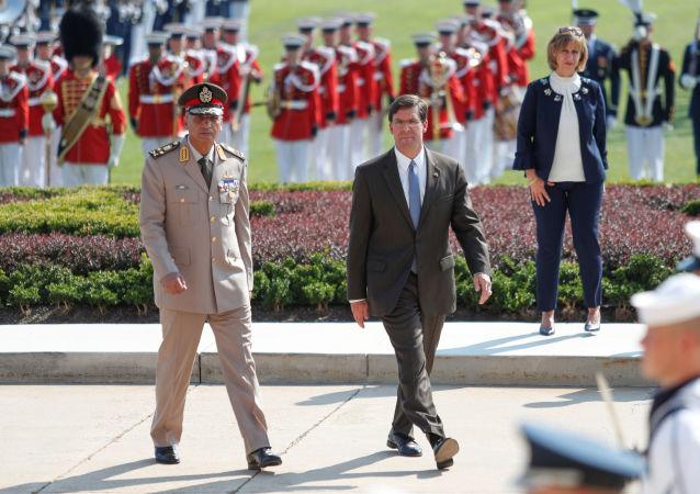 وزير الدفاع المصري، الفريق أول محمد زكي ونظيره الأمريكي مارك إسبر في واشنطن