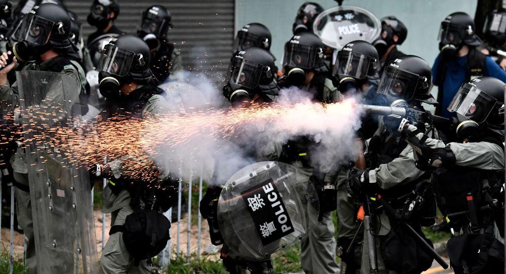 الشرطة تستخدم الغاز المسيل للدموع خلال الاحتجاجات في هونغ كونغ، 27 يوليو/ تموز 2019