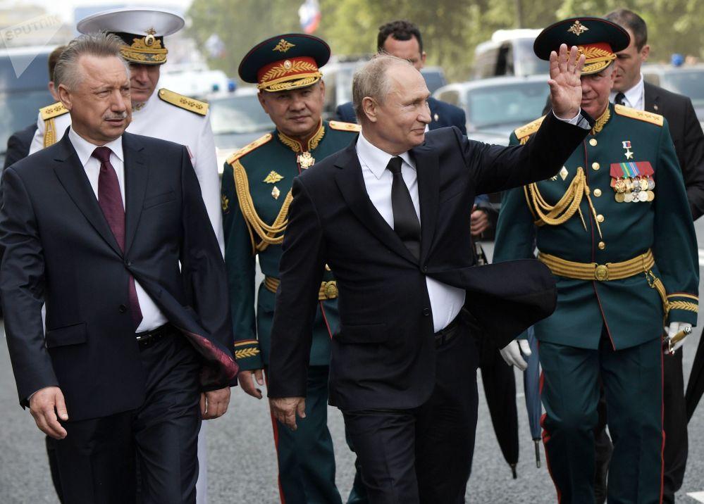 الرئيس فلاديمير بوتين قبل مشاركته في مراسم العرض العسكري البحري بمناسبة يوم البحرية الروسية في سان بطرسبورغ، 28 يوليو/ تموز 2019