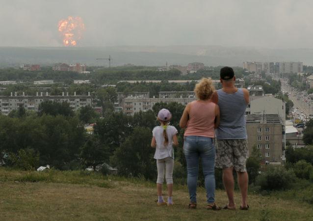 إخماد حريق مستودع في كراسنويارسك