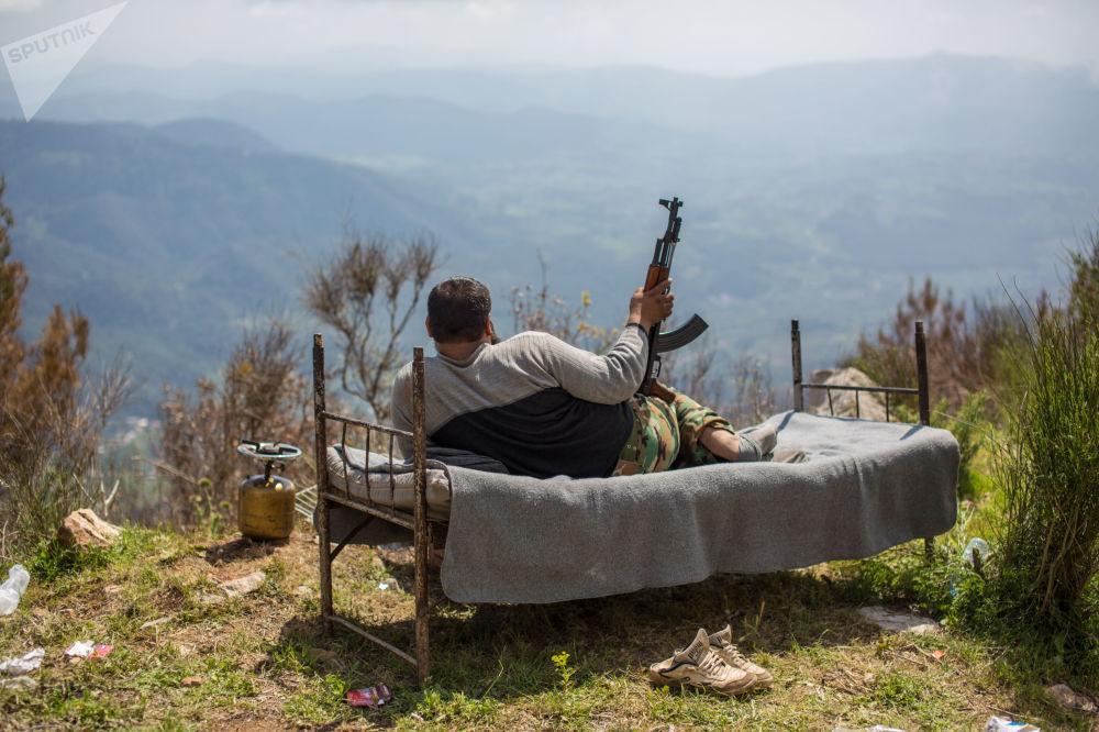 جندي سوري بالقرب من مدينة كسب السورية، 11.04.2014
