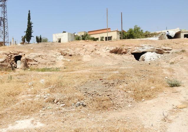 سبوتنيك ترصد سراديب الإرهابيين أسفل بلدات ريف إدلب الجنوبي