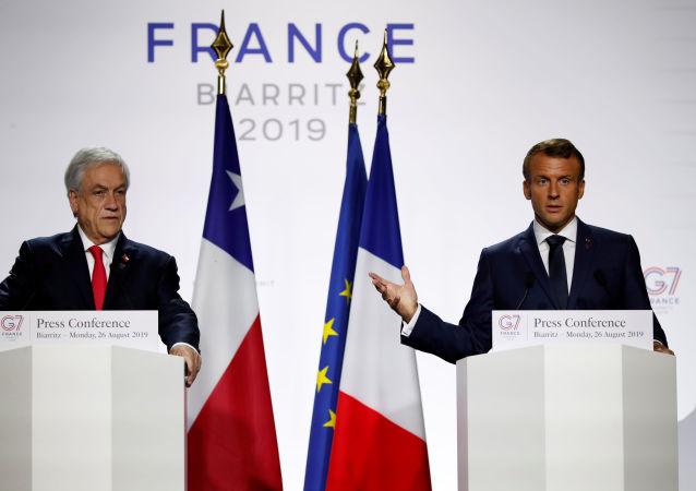 الرئيس الفرنسي إيمانويل ماكرون، في مؤتمر صحفي، مشترك مع نظيره التشيلي سباستيان بنييرا في فرنسا