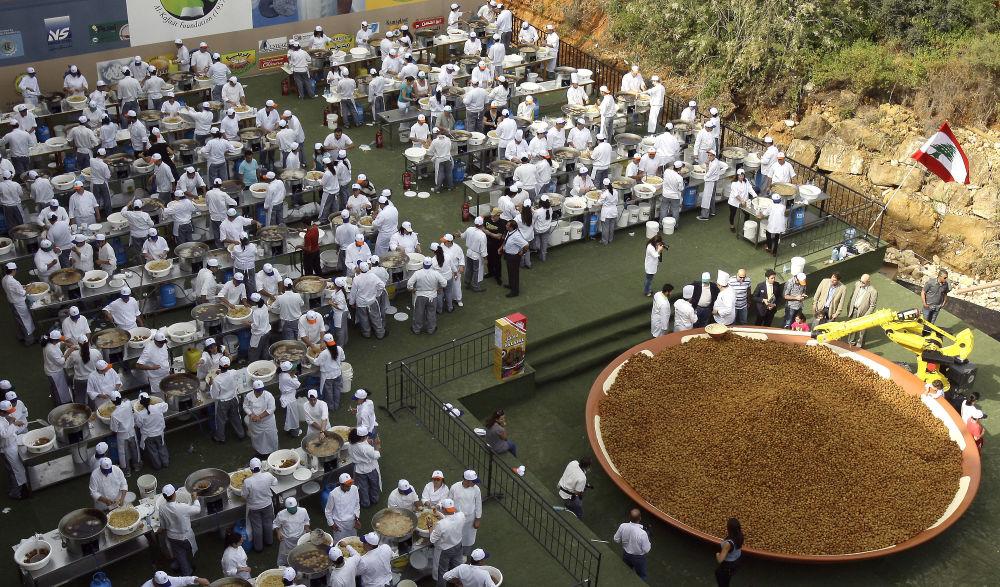 أكبر صحن فلافل في بيروت ليسجل رقما قياسيا عالميا جديدا، 2010