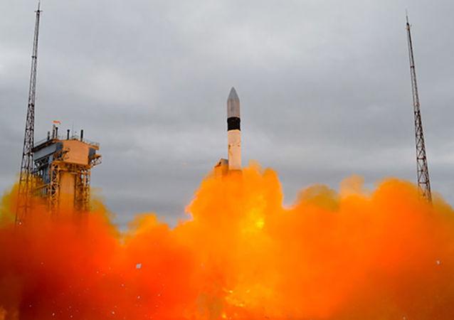 إطلاق صاروخ حامل روكوت